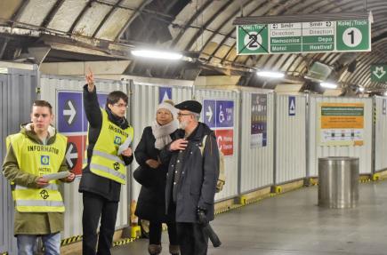 V pražském metru začala 3. ledna výluka, při které čeká cestující omezení přestupu ve stanici metra Muzeum. Nástupiště linky A ve směru Nemocnice Motol je kvůli opravám, které potrvají do 20. května, uzavřeno.