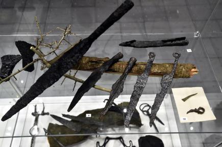 V Muzeu jihovýchodní Moravy ve Zlíně zahájili 11. ledna 2018 výstavu Hledači ztraceného času, která je dosud nejrozsáhlejší prezentací nálezů amatérských archeologů. Na snímku jsou železné nože a kopí.