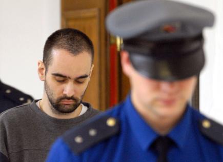 Takzvaný lesní vrah Viktor Kalivoda u Středočeského krajského soudu na snímku z 11. dubna 2006. Kalivoda ze Slaného svou legálně drženou zbraní zastřelil manželský pár v lese u Nedvědice na Brněnsku a o čtyři dny později podnikatele v lese na Kladensku.