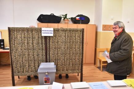 Předseda KSČM Vojtěch Filip odevzdal svůj hlas v prvním kole prezidentských voleb 12. ledna krátce po 14 hodině v Českých Budějovicích.