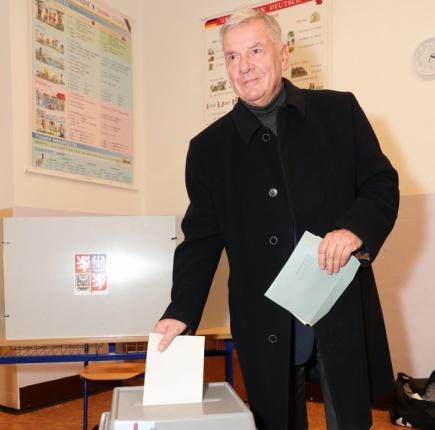 Kandidát na prezidenta Vratislav Kulhánek odvolil 12. ledna v Praze do prezidentských voleb.