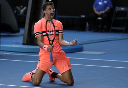 Bulharský tenista Grigor Dimitrov se raduje z vítězství.