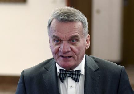 Poslanec Bohuslav Svoboda přichází 23. ledna v Praze na jednání sněmovního mandátového a imunitního výboru, který pokračoval v projednávání soudní žádosti o jeho vydání.