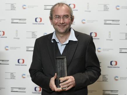 Režisér Bohdan Sláma převzal 27. ledna 2018 v Praze cenu od české filmové kritiky za nejlepší scénář k filmu uplynulého roku, kterým je Bába z ledu.