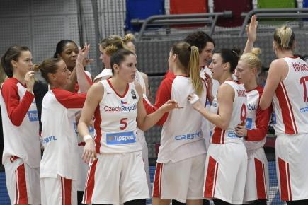 Utkání skupiny G kvalifikace basketbalistek o mistrovství Evropy 2019 ČR - Německo 14. února 2018 v Praze. České hráčky se po utkání radují z vítězství 82:67.