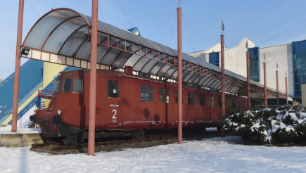 Železniční motorový vůz M 290.0 zvaný Slovenská strela, který dá za téměř 120 milionů korun opravit kopřivnická automobilka Tatra Trucks. Rekonstrukce historického vozu by měla trvat zhruba dva roky. Téměř 80 miliony na renovaci přispějí evropské dotace, symbolický šek předala 19. února 2018 v Kopřivnici zástupcům automobilky ministryně pro místní rozvoj v demisi Klára Dostálová (za ANO).