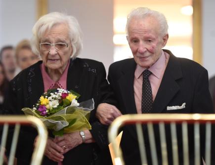 Manželé Jarmila a František Galasovi (na snímku) si 9. března 2018 v obřadní síní v Ostravě-Hrabůvce zopakovali po 75 letech svatební slib a tím oslavili nebeskou nebo také korunovační svatbu.