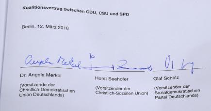 Podpis německé kancléřky Podpis Angely Merkelové na koaliční smlouvě.