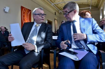 Prezident Hospodářské komory ČR Vladimír Dlouhý (vlevo) a premiér v demisi Andrej Babiš 19. března 2018 v Praze na oslavách 25 let Hospodářské komory.
