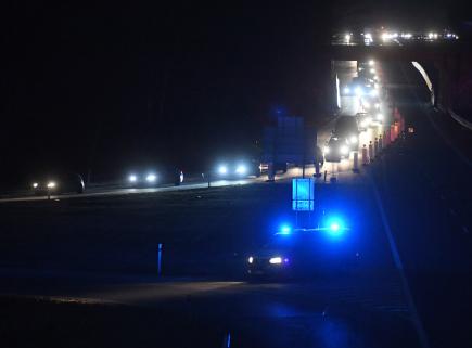 Na dálnici D10 mezi Brandýsem nad Labem a Starou Boleslaví začala 24. března 2018 uzavírka kvůli bourání poloviny mostu. Neprůjezdný je v obou směrech úsek mezi 10. a 14. kilometrem, objízdné trasy vedou přes okolní exity na Brandýs a Starou Boleslav. Auta se mají na dálnici vrátit následující den ráno. Stavbaři začali bourat druhou polovinu mostu, první zdemolovali minulý víkend. Před uzavřením dálnice byla svedena doprava do jednoho jízdního pruhu, aby si stavebníci na místě mohli nachystat techniku.