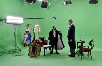 Uprostřed Tomáš Mischura v hlavní roli Milana Rastislava Štefánika a vpravo herec Petr Vaněk při natáčení filmu Cesta do nemožna 25. března 2018 v Praze.
