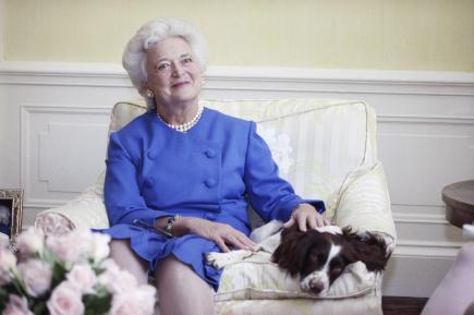 Ve věku 92 let zemřela manželka bývalého amerického prezidenta George Bushe staršího a matka exprezidenta USA George Bushe mladšího Barbara Bushová (na snímku z roku 1990).