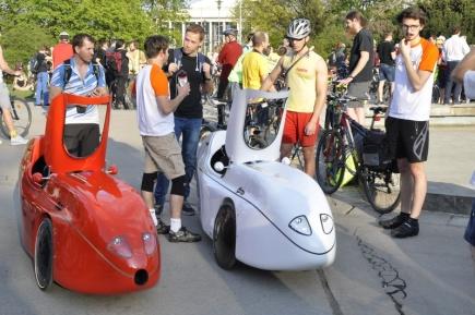 Přes 400 lidí se vydalo 19. dubna 2018 na kole z Moravského náměstí v Brně na Velkou jarní cyklojízdu. Jako každoročně vyjeli na podporu cyklistické dopravy ve městě. Nechyběla ani originální aerodynamická šlapací vozítka.