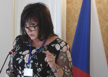 Ministryně financí v demisi Alena Schillerová vystoupila 15. května 2018 v Praze na národní konferenci Hazardní hraní v ČR v roce 2018.