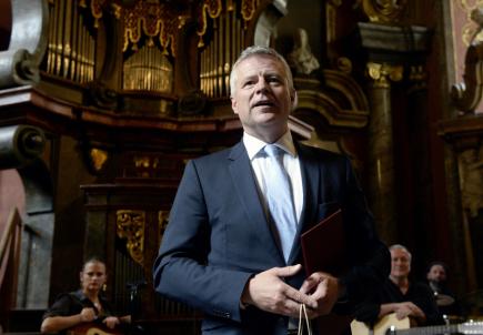 Diplomat Petr Kolář převzal 16. května v Praze Cenu Rudolfa Medka pro rok 2018.