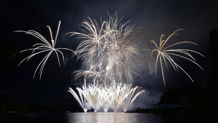 Mezinárodní soutěž ohňostrojů Ignis brunensis začala 2. června 2018 v Brně. Přehlídku na Brněnské přehradě zahájila úvodní nesoutěžní exhibice českého týmu Flash Barrandov SFX.