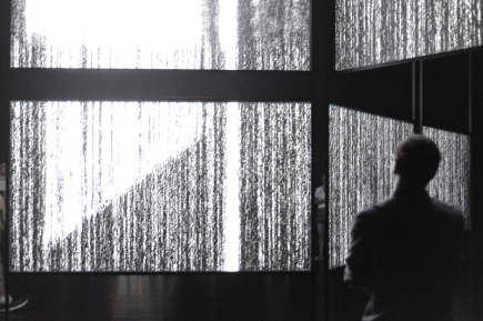 Hudební zážitek umocněný vizuálním doprovodem přináší návštěvníkům multimediální instalace Má vlast zblízka a nahlas. Na brněnském výstavišti ji 8. června 2018 slavnostně spustila Česká filharmonie jako součást festivalu Re:publika, který připomíná 100. výročí Československa. Z reproduktorů zní nahrávka Vltavy Bedřicha Smetany a Sinfonietty Leoše Janáčka. Na plátnech se střídají filmové záběry české krajiny a měst, které převažují u Smetanovy Vltavy, s abstraktními a uměleckými motivy, jichž je víc v obrazovém doprovodu Sinfonietty.
