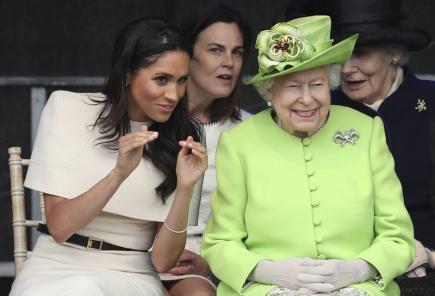 Britská královna Alžběta II. a vévodkyně ze Sussexu Meghan.