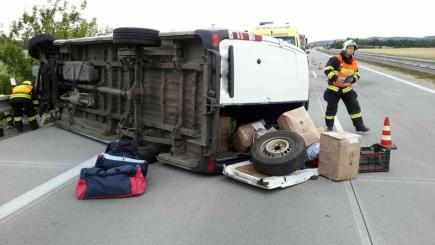 Šest lidí se ráno 8. července zranilo při havárii rumunské dodávky na 6. kilometru dálnice D2 ve směru na Brno.