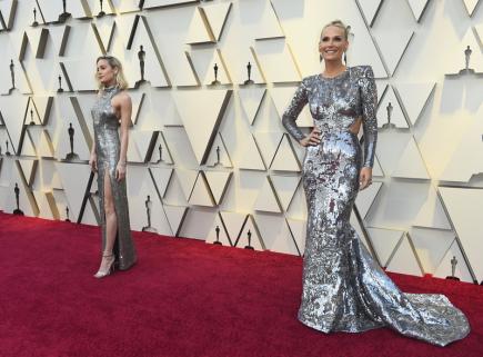 b7969cbdcc1 Oscarový červený koberec zářil stříbrem