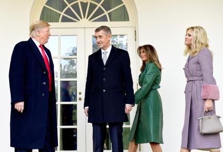 Trump a Babiš s manželkami nezapózovali před Bílým domem bc372d4810c