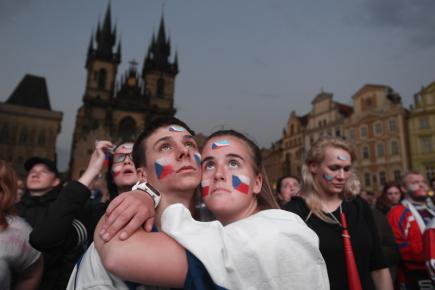 72ac6d216338 Prohru s Kanadou sledovaly na Staroměstském náměstí tisíce lidí