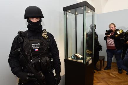 policista datování zločinecČasový rozpis rozhlasové stanice ang