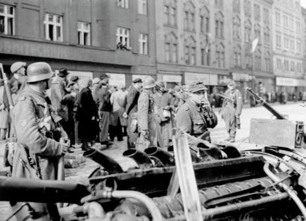 Zeman: Vlasovci sice Praze pomohli, předtím se ale dopustili zrady