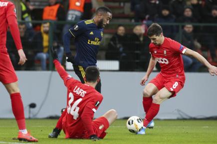 Arsenal v Evropské lize remizoval 2:2 a postoupil do jarní fáze