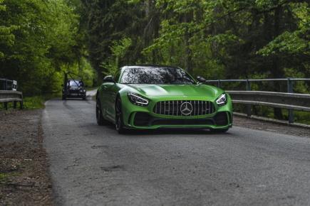 Nové video Advantage Cars a CINQ: 13 luxusních vozů s 8128 koňmi a cenou 100,000.000 Kč