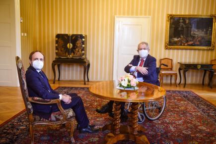Prezident Zeman dnes jmenuje ministrem zahraničí Kulhánka - video