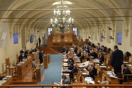 Senátoři projednají lex Dukovany i odškodnění protiprávně sterilizovaných