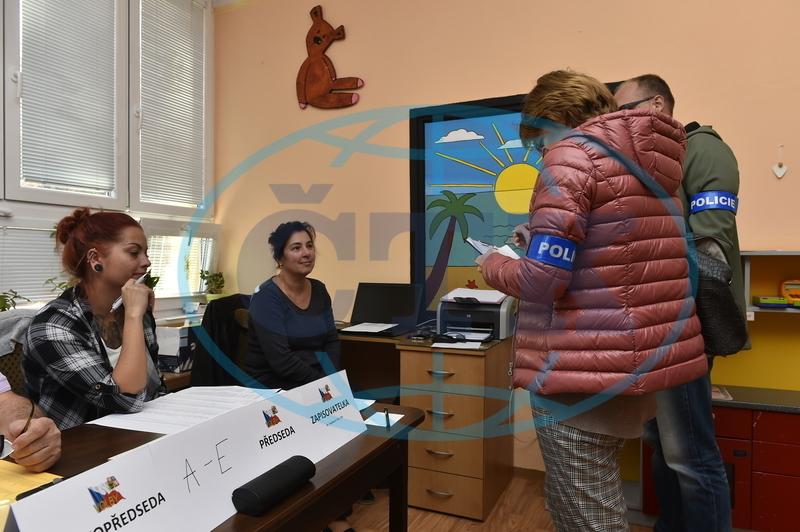 Policie na Teplicku prověřuje podezření z pokusu o ovlivňování voleb ... bbbff3e5c6