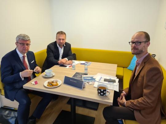 Kandidáti na na pozici ministra průmyslu a obchodu: zleva Karel Havlíček (ANO), Marian Jurečka (koalice SPOLU) a Martin Jiránek (koalice Piráti a Starostové).