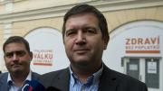 Předseda Poslanecké sněmovny Jan Hamáček (vpravo) a pražský volební lídr Petr Dolínek (vlevo) sledovali 21. října v Lidovém domě v Praze výsledky sněmovních voleb.