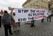 Happening při příležitosti 70 let od palestinské nakby se konal 25. dubna na Hradčanském náměstí v Praze. Výrazem nakba - katastrofa označují Palestinci vznik státu Izrael v roce 1948. Po vzniku Izraele 14. května 1948 propukla první izraelsko arabská válka, při níž bylo zničeno na 400 palestinských vesnic. Akci pořádá Ne naším jménem – Iniciativa za spravedlivý mír na Blízkém východě ve spolupráci s Koordinační skupinou za Jeruzalém a Palestinským klubem v ČR.