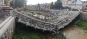 Při prvních pracích na bourání železobetonového mostu z roku 1924 ve Velkém Meziříčí na Žďársku se 11. června 2018 kolem 17:00 most sesunul do řeky Balinky. Jeho demolice přitom byla naplánovaná až na 12. června. Materiál mostu byl horším stavu, než stavební firma předpokládala.