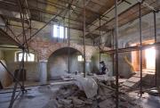 V jediné dochované venkovské synagoze na Vysočině v Polici na Třebíčsku (na snímku z 9. srpna 2018) pracují v současné době památkáři a restaurátoři na obnově vnitřních barokních a klasicistních omítek a výmaleb. Stavba z roku 1759 by měla být opravena v roce 2020, rekonstrukce začala v roce 2012.