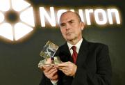 Petr Pyšek převzal 3. prosince 2018 v Praze cenu Nadačního fondu Neuron za významný vědecký objev v oboru biologie.