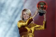Norská útočnice Ada Hegerbergová z Lyonu se Zlatým míčem pro nejlepší fotbalistku roku.