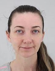 Policie pátrá po Zdence Amálii Mikyškové Štolcové (na snímku) v souvislosti s únosem její dcery Sofie Andrey Mikyškové, který se stal 16. dubna 2019 před 13:00. Pětiletou dívku vytrhli podle oznámení o únosu dva neznámí muži babičce z náruče v ulici Vlasty Průchové v Praze 10 Uhříněvsi. Dosavadní zjištění vypovídají o tom, že by únosci mohli dívku odvézt do zahraničí, pravděpodobně do Německa. Podle kriminalistů má Zdenka Amálie Mikyšková Štolcová se svou dcerou zakázaný styk, dívka je svěřena právě do péče babičky.