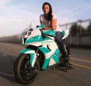Motocykl Honda CBR 600RR s jezdkyní Petrou Fuchsíkovou.