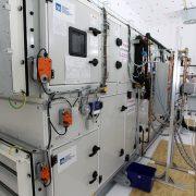 Typová jednotka S.A.W.E.R. využívá celkový průtok venkovního vzduchu 2000 m3/h a v prostředí pouště vyprodukuje průměrně 100 litrů vody denně.