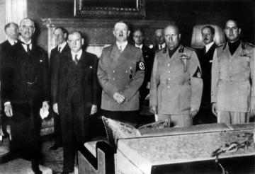 Mnichovská konference - zleva: Neville Chamberlain (Velká Británie), Édouard Daladier (Francie), Adolf Hitler (Německo), Benito Mussolini a Galeazzo Ciano (Itálie).