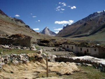 Projekt Surya - stavba sluneční školy pro vesnici Kargyak v indickém Himálaji.