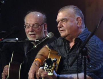 Bratři Jan (vlevo) a František Nedvědové vystoupili 19. prosince 2007 na vánočním koncertu v pražské Lucerně.