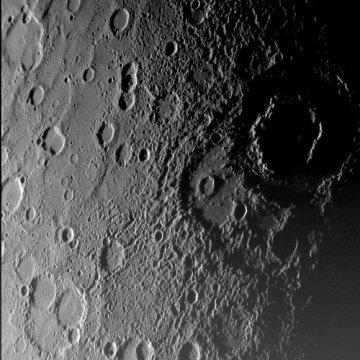 Planeta Merkur na snímku pořízeném soundou Messenger.