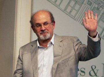Britský spisovatel Salman Rushdie (na archivním snímku z 18. září 2012).