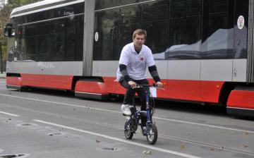 V rámci Evropského dne bez aut bylo 22. září zcela uzavřeno pro automobilový provoz Smetanovo nábřeží v Praze. Zájemci si mohli vyzkoušet jízdu na elektrokolech, soutěžit v jízdě na koloběžkách i kolečkových bruslích nebo si poslechnout přednášky na téma udržitelná doprava.
