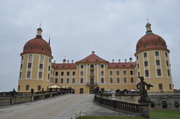 Od 10. listopadu do 3. března 2013 hostí saský zámek Moritzburg znovu zimní výstavu o filmové pohádce Tři oříšky pro Popelku, jejíž části se tu před 40 lety natáčely.